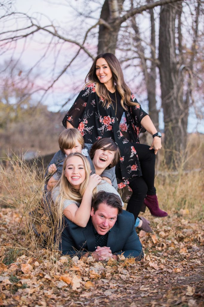 fall family photos, family of 5 posing ideas, Fish Creek Park