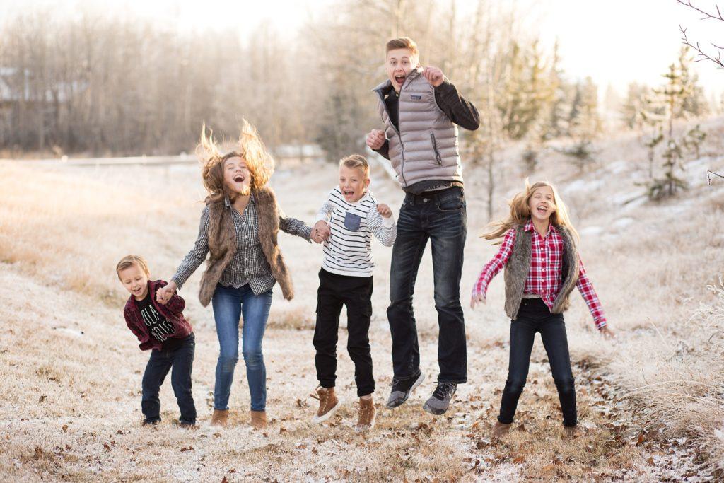 kids jumping, siblings