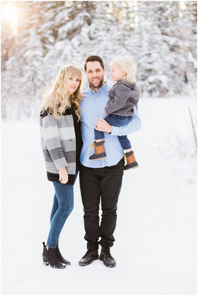 family of 3, winter family photos, beautiful light