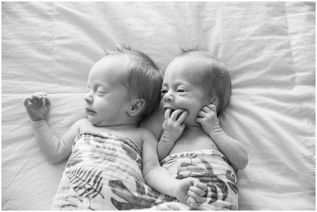 newborn twins, newborn photos, lifestyle newborn photos