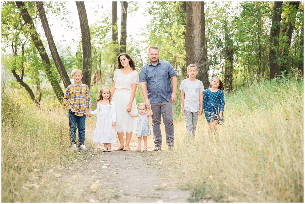 family of 7, large family posing ideas, family photos, fall family photos,